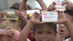 【天才的】アフリカの子供の感染症を減らすアイデアプロジェクト「Hope Soap」が凄い!