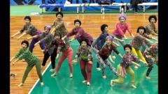 バブリーダンスで話題を呼んだ大阪府立登美丘高校ダンス部OGが「おばちゃんダンス」を披露して話題に!